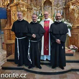 Zahájení noviciátu ařeholní sliby bratří zČeské republiky v Kalvárii Paclavské v Polsku